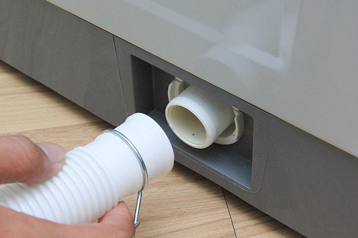 Kiểm tra đường ống xả của máy giặt