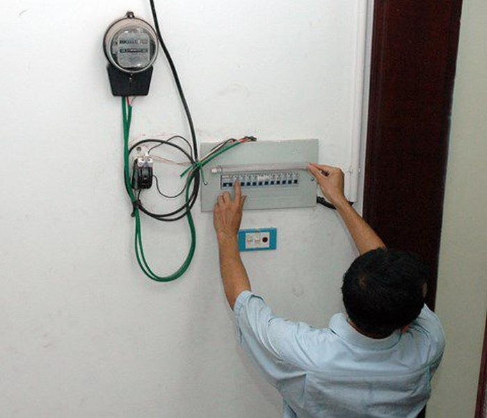 Nguồn điện cấp vào bình yếu hoặc quá tải
