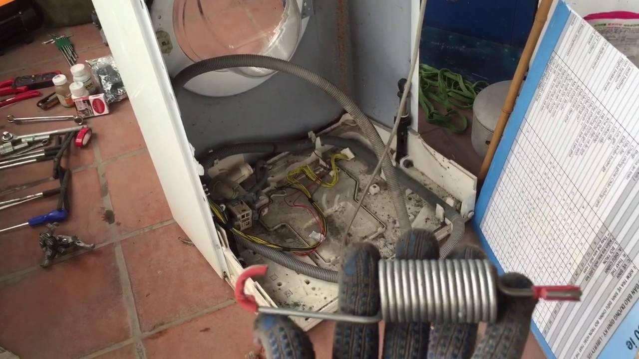 máy giặt kêu to khi vắt do hỏng bộ giảm xóc