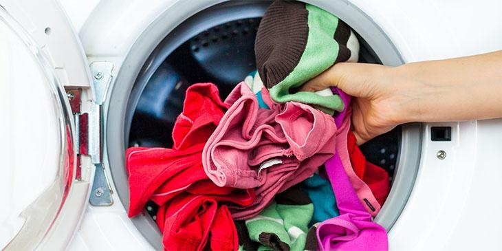 máy giặt kêu to khi vắt do quá nhiều quần áo