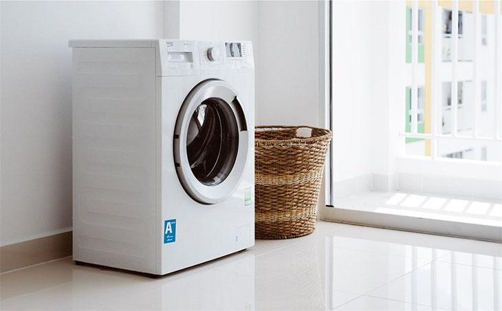 máy giặt kêu to khi vắt do vị trí máy đặt không cân bằng