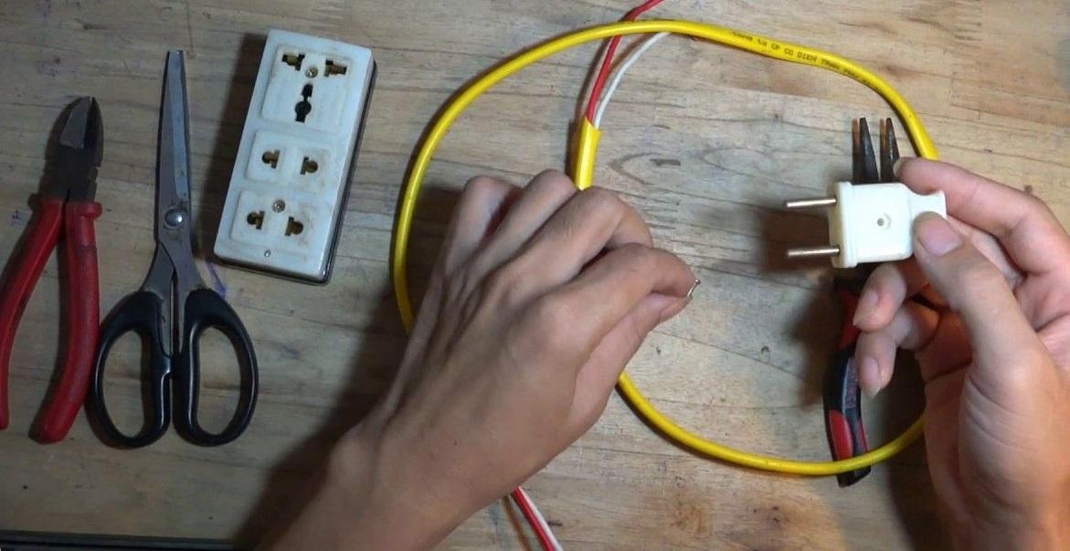 máy giặt không vào điện do phích cắm điện hoặc dây dẫn điện bị đứt