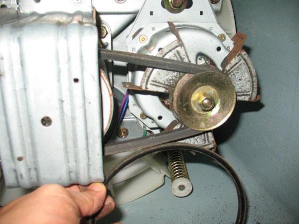 máy giặt không vắt do động cơ hoặc dây curoa bị hỏng