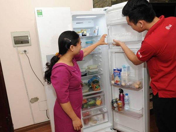 tủ lạnh bị chảy nước ngăn mát