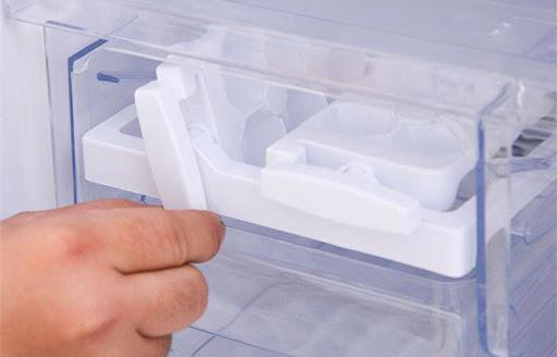 9 Cách xử lý tủ lạnh không rơi đá tại nhà không cần gọi thợ