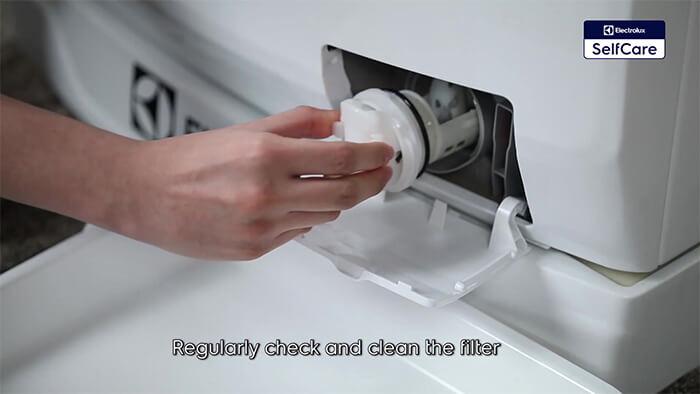 Xử lý tắc nghẽn của bộ lọc xả máy giặt Electrolux
