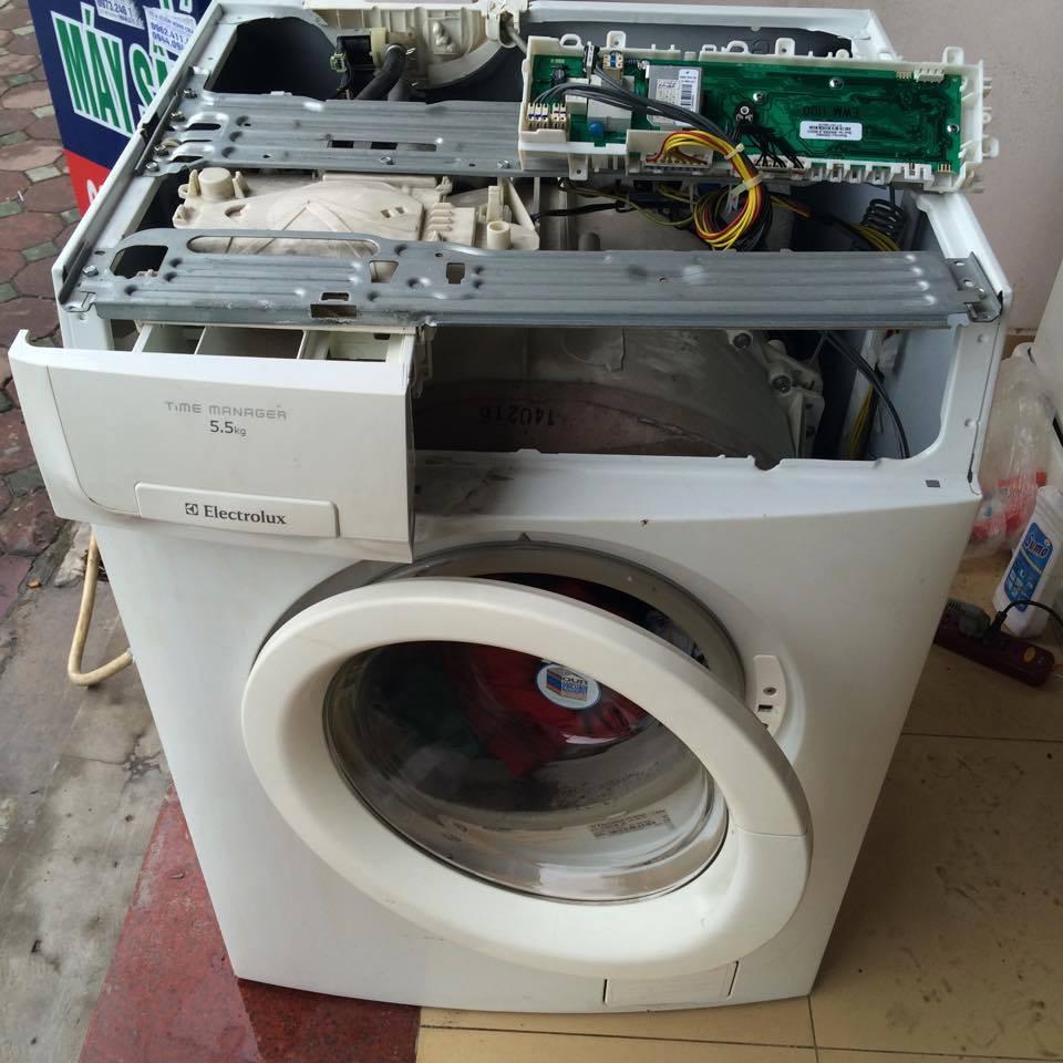máy giặt electrolux báo lỗi e24