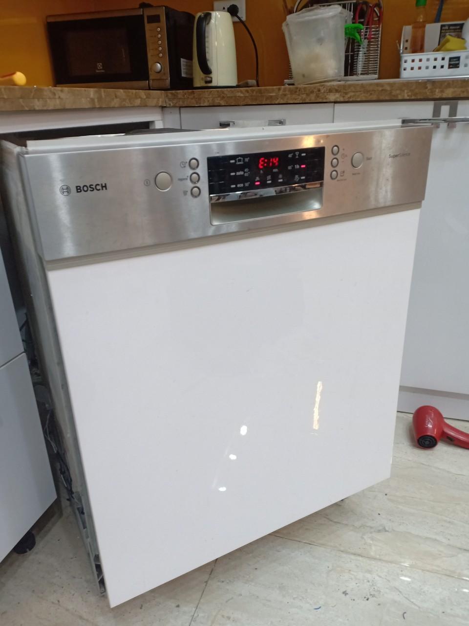 Máy rửa bát Bosch báo lỗi E14: Nguyên nhân và cách khắc phục từ A - Z