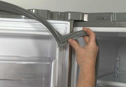 tủ lạnh không đông đá do Gioăng cửa bị hở hoặc độ mút kém