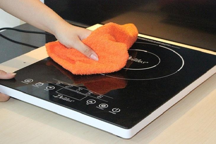Cách vệ sinh bếp từ tại nhà sạch dầu mỡ chỉ 5 phút
